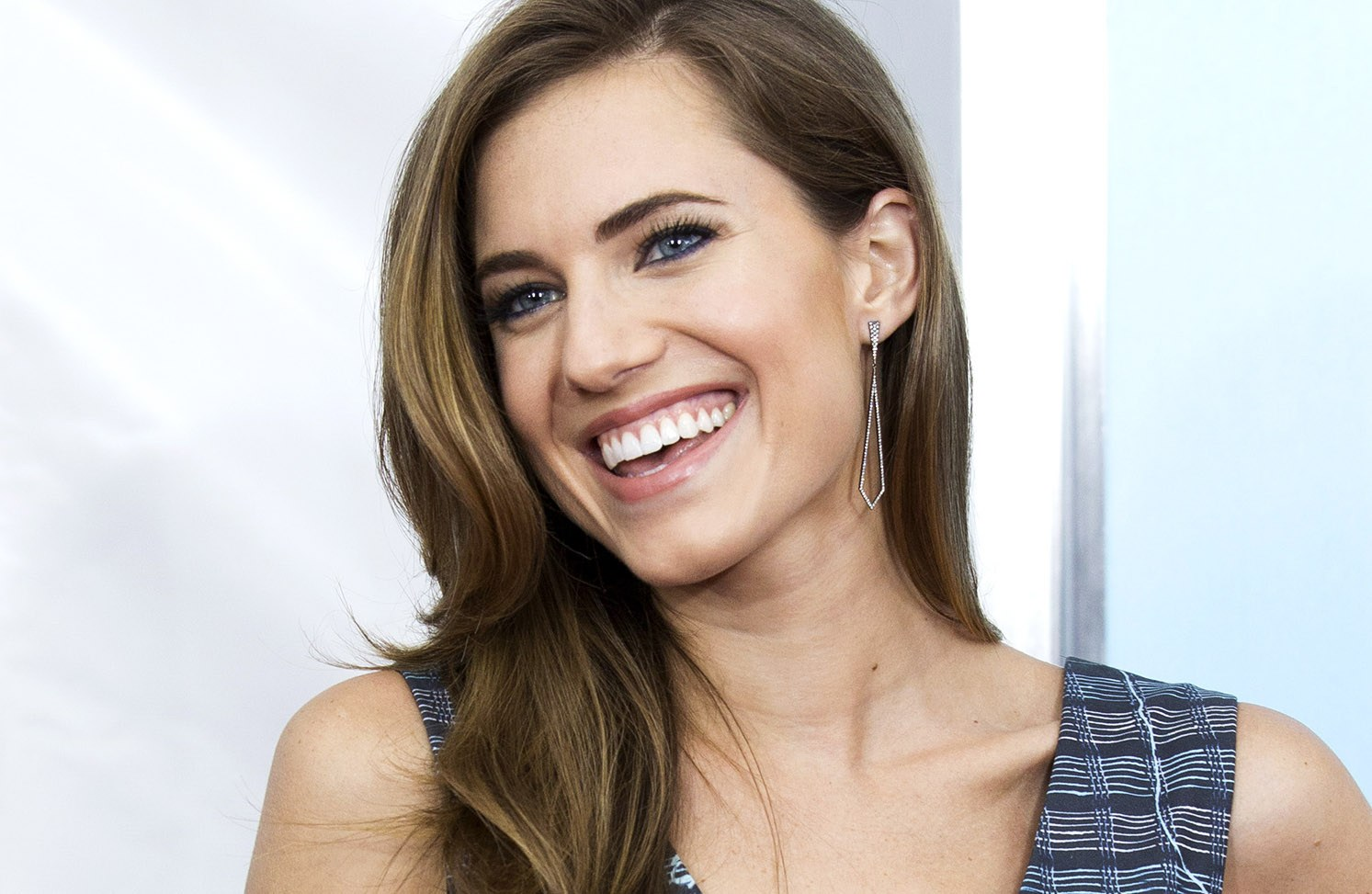 Allison Williams Shares How to be a Good Friend